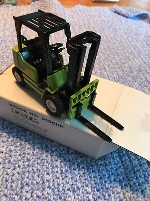CLARK MODEL DIECAST1:25 SCALE FORKLIFT COLLECTORS ITEM In Box