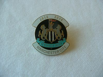 NEWCASTLE UNITED PIN BADGE - versus MANCHESTER CITY 2013/14