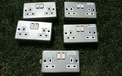 5 metal clad double electrical sockets