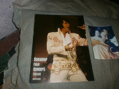 ELVIS PRESLEY CONCERT PROGRAM  WITH PHOTO OF ELVIS AND Girlfriend OUTSIDE 1975