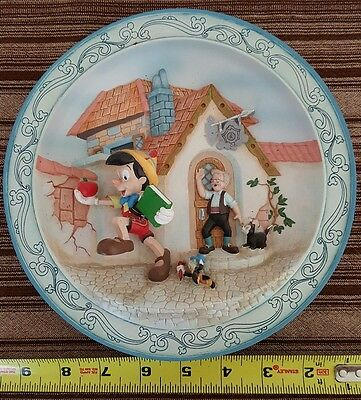 DISNEY Pinocchio 1940  Collectible 3D Plate