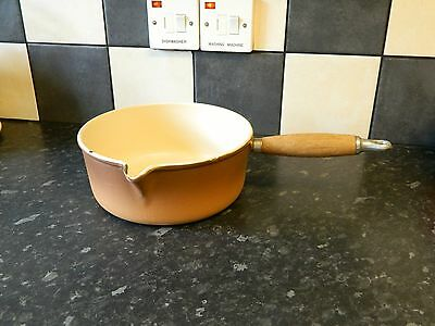 le creuset  cast iron saucepan in brown  finish size 22