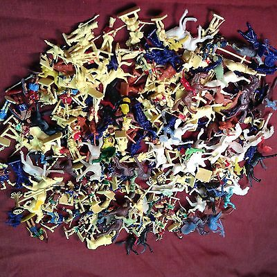 """Lot of  Mini Soldiers  Small 1"""" Plastic Toy Military Rare Vintage 200 + Figures"""