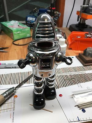 2 Vintage Robots - reproduction. Lot of two.