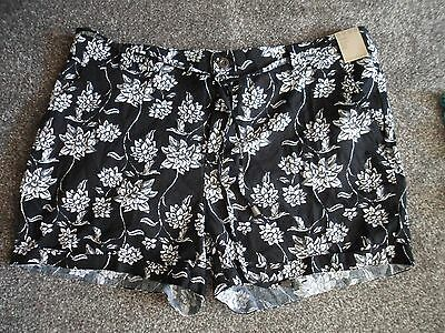 PRIMARK - Lovely Black & White Floral Tie Waist Shorts Size 20 bnwts