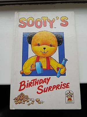 Sooty's Birthday Surprise Book By Lesley Young - Rare!