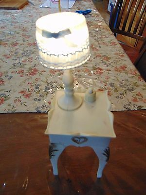 Vintage Barbie Sindy dolL FURNITUREl toy nightstand with lamp and shade WORKS
