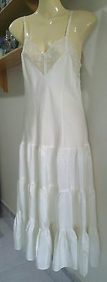 1930's Tiered Bottom, Fitted Bodice Ladies Petticoat In Great Condition.