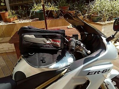 Motorcycle magnetic tank bag