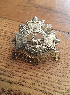 "WW 2 Or Earlier  "" Bedfordshire Regiment  "" Cap Badge - Original Badge ."