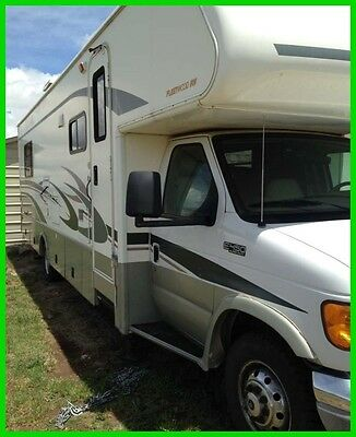 2004 Fleetwood 31' Class C Motorhome Ford E450 Gasoline Engine LOW MILES