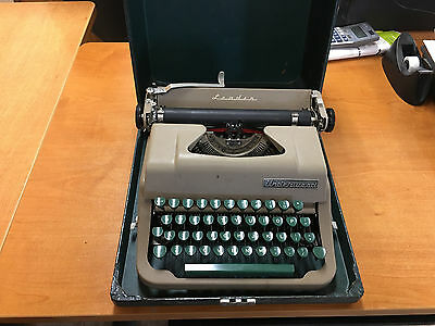 1953 Underwood Leader Typewriter Great Condition With Case Green Keys