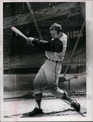 1966 Press Photo Cleveland Indians baseball player at batting practice