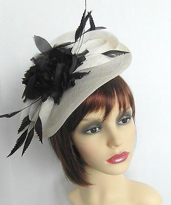 Fascinator in ivory cream and black