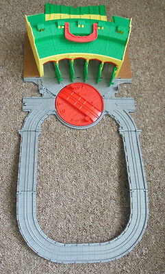 Thomas The Tank Engine Take And Play Tidmouth Sheds , Turntable And Track