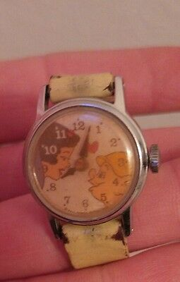 Snow white & dopey kissing watch