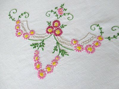 """VINTAGE OVAL TABLECLOTH-HAND EMBROIDERY-58""""x70""""-LINEN"""