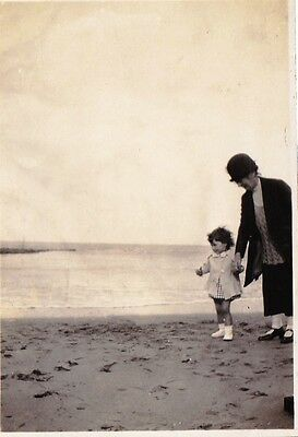 Vintage Old Photo Lady Hat Jacket With Girl Walking Beach Sand Withernsea 1926