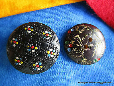 2006 – S – 2 Beautiful Decorative Wooden Buttons, 1 Star Motif, 1 Berries/Leaves