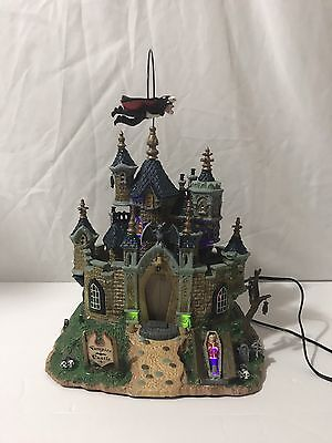 Lemax 75498 Spooky Town Vampire Castle Animated Display Works Great Halloween