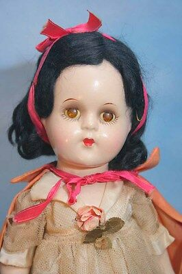 "Madame Alexander Snow White Composition Doll with Original Tagged Outfit 13"" tal"