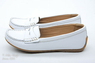 MINTY! Clarks Doraville Nest Women's Size 5 Loafers/Moccasins White Leather