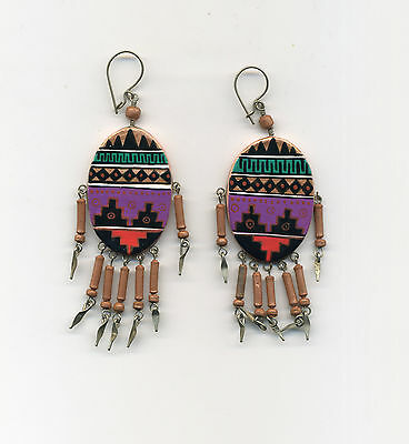 Peru Andes: Earrings with Abstract designs in multicolors on a Ceramic plate