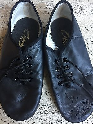 CAPEZIO Black jazz shoes for girls size leather upper and rubber bottom