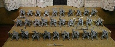 RIDERS OF ROHAN - Lord Of The Rings 30 Plastic Figure(s)