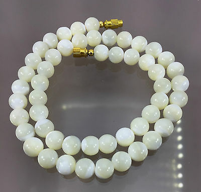 Ct.193.Natural Mother of Pearl Plain Round Necklace-`