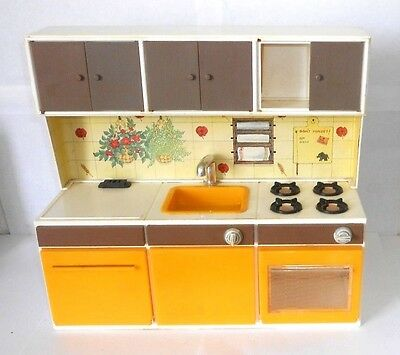 Pedigree Sindy action kitchen unit from the 1970`s - vintage collectable toy