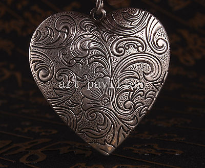 Tibet Silver Carved Flowers Adorn Photo Box Locket Collectable
