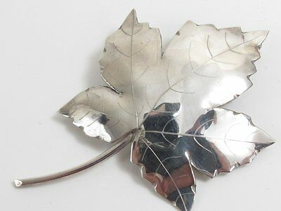 VINTAGE LARGE MAPLE LEAF CANADA? 925 STERLING SILVER BROOCH 7.6g