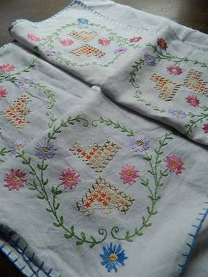 "Vintage hand embroidered Irish linen tablecloth - 50"" sq"