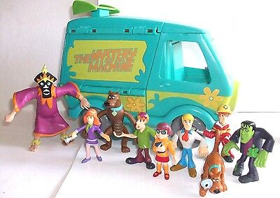 Scooby Doo Mystery Machine Van With Small Figures Goodies & Baddies & Monsters