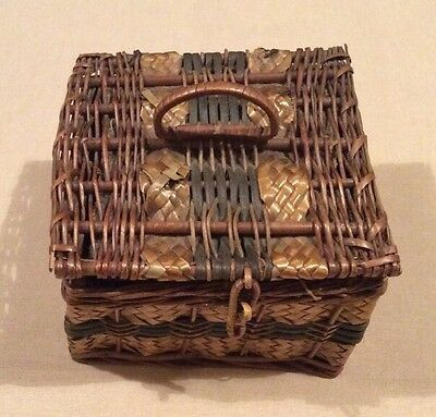 Vintage square lidded Wicker Sewing/ Needlework basket + contents. Circa 1920s.