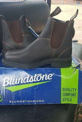 Blundstone  riding, working, or showing  short paddock type boots 7 1/2