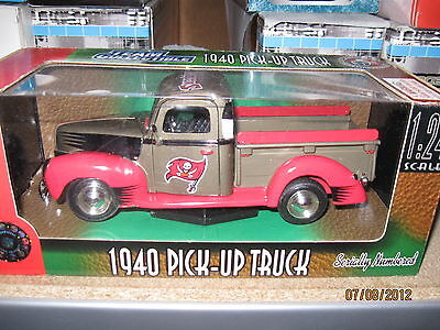 Tampa Bay Buccaneers  1940 Ford Pick Up Truck Fleer Collectibles Diecast Truck