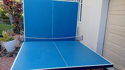 Table Tennis Table: Foldable .. Good Condition, with net