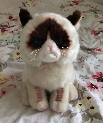 Peluche Grumpy Cat Urban Outfitters