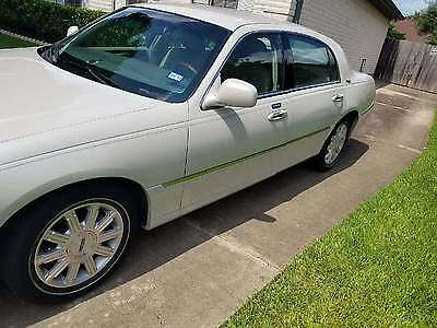 2007 Lincoln Town Car 4dr Sedan Signature Limited 2007 LINCOLN TOWN CAR SIGNATURE LIMITED 28,815 mi FREE SHIPPING ANYWHERE IN US
