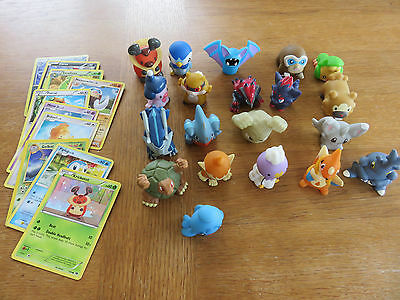 20 Pokemon figures + collector's cards