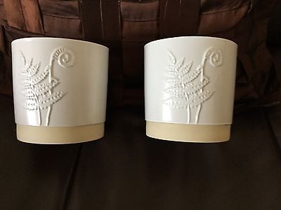 2 identical off white ceramic pots hieght 12 cm diameter 12 cm fern pattern