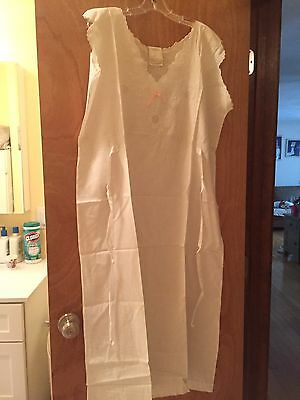 Brand New Antique White Linen Embroidery Long Night Gown Sleeveless. Size 18