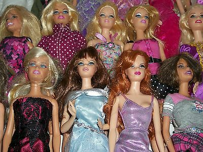 Mixed lot of 24 Barbie Dolls-0625