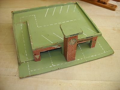 Vintage/Retro 1950s/60s Dinky/Corgi 1:43 Scale Garage/Service/Tyre Station Wood