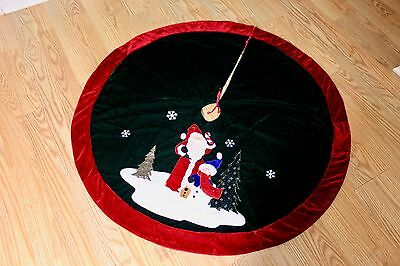 Green & Red Velvet Christmas Tree Skirt With Embroidered Santa & Snowman – Mint