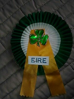 EIRE FOOTBALL TEAM ROSETTE LATE 60's EARLY 70's NR MINT CONDITION