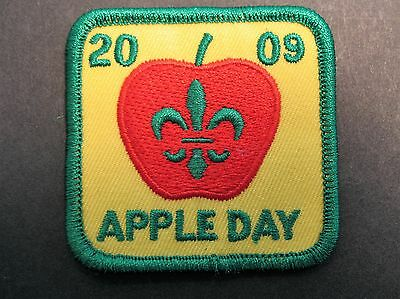 Boy Scouts Canada 2009 Apple Day Cubs Scouting Embroidered Patch Badge