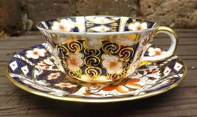ANTIQUE ROYAL CROWN DERBY IMARI 2451 SCALLOPED TEA CUP & SAUCER 1914 1st Quality